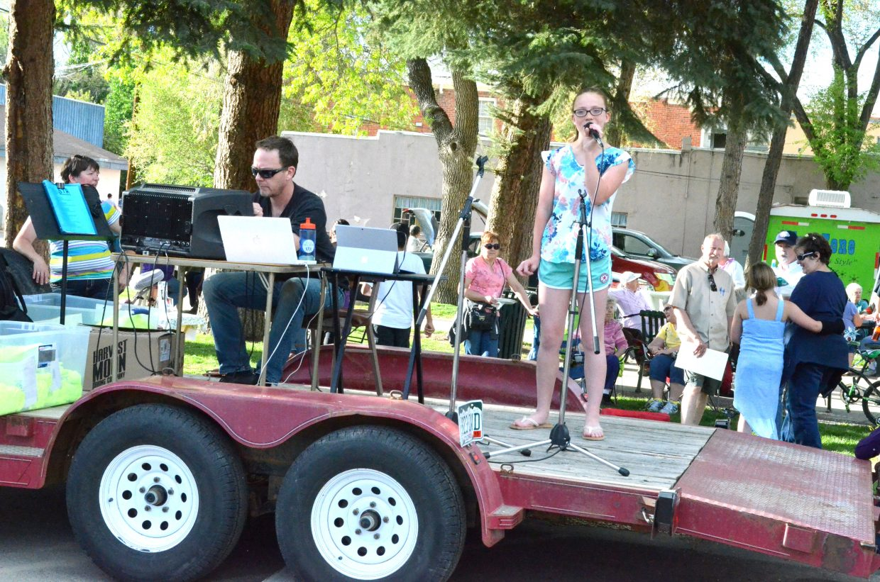Jessica Womble sings for the crowd of Friday Fest and Dinner on the Avenue in Alice Pleasant Park.