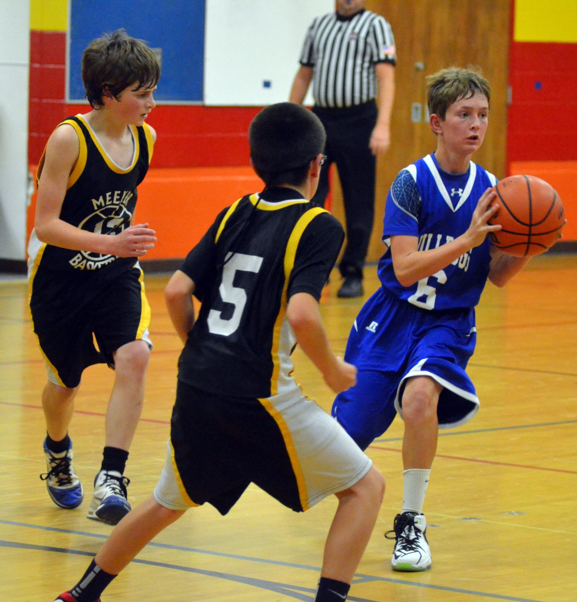 Brennon Beaver gets ready to fire off a pass during the Craig Middle School seventh-grade A-Team's Thursday game against Meeker in the Sandrock Elementary School gym. The Bulldogs lost, 26-6.