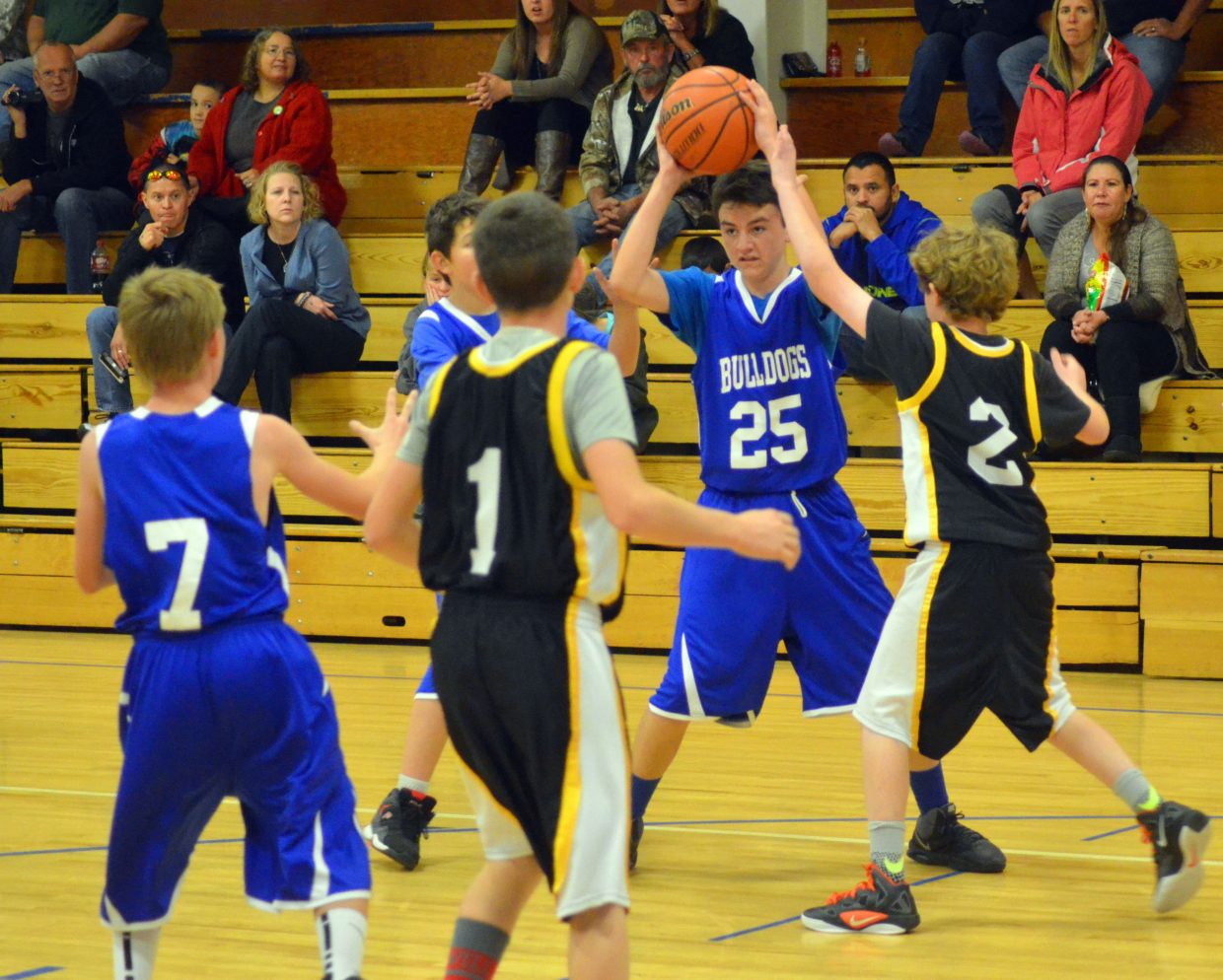 Chase Jeffcoat (25) prepares to pass inside to teammate Jeremiah Zigler (7) during the Craig Middle School eighth-grade boys basketball B-Team's Thursday game against Meeker. The Bulldogs lost, 29-11.