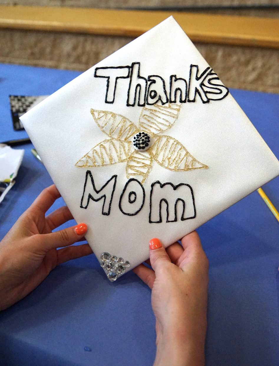 One senior choose to thank her mom.
