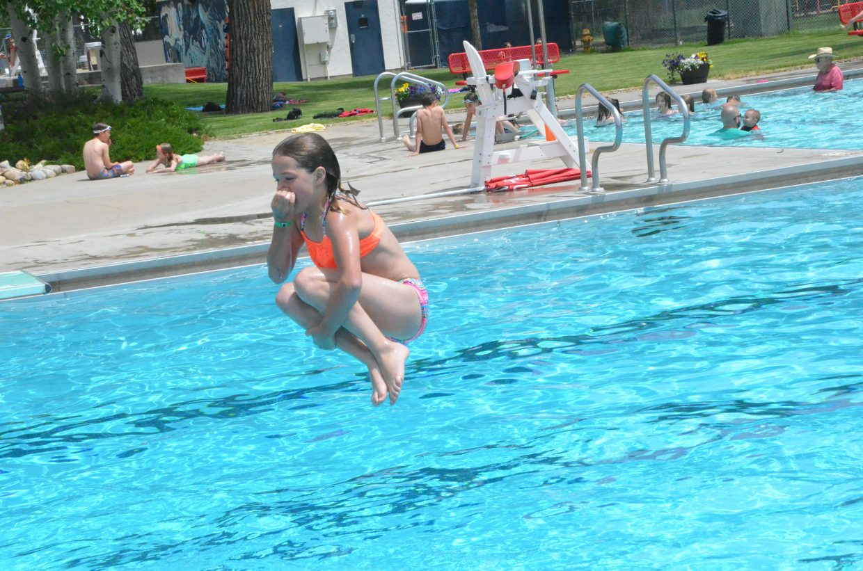 Kids dive in for summer at Craig Pool Complex | CraigDailyPress.com