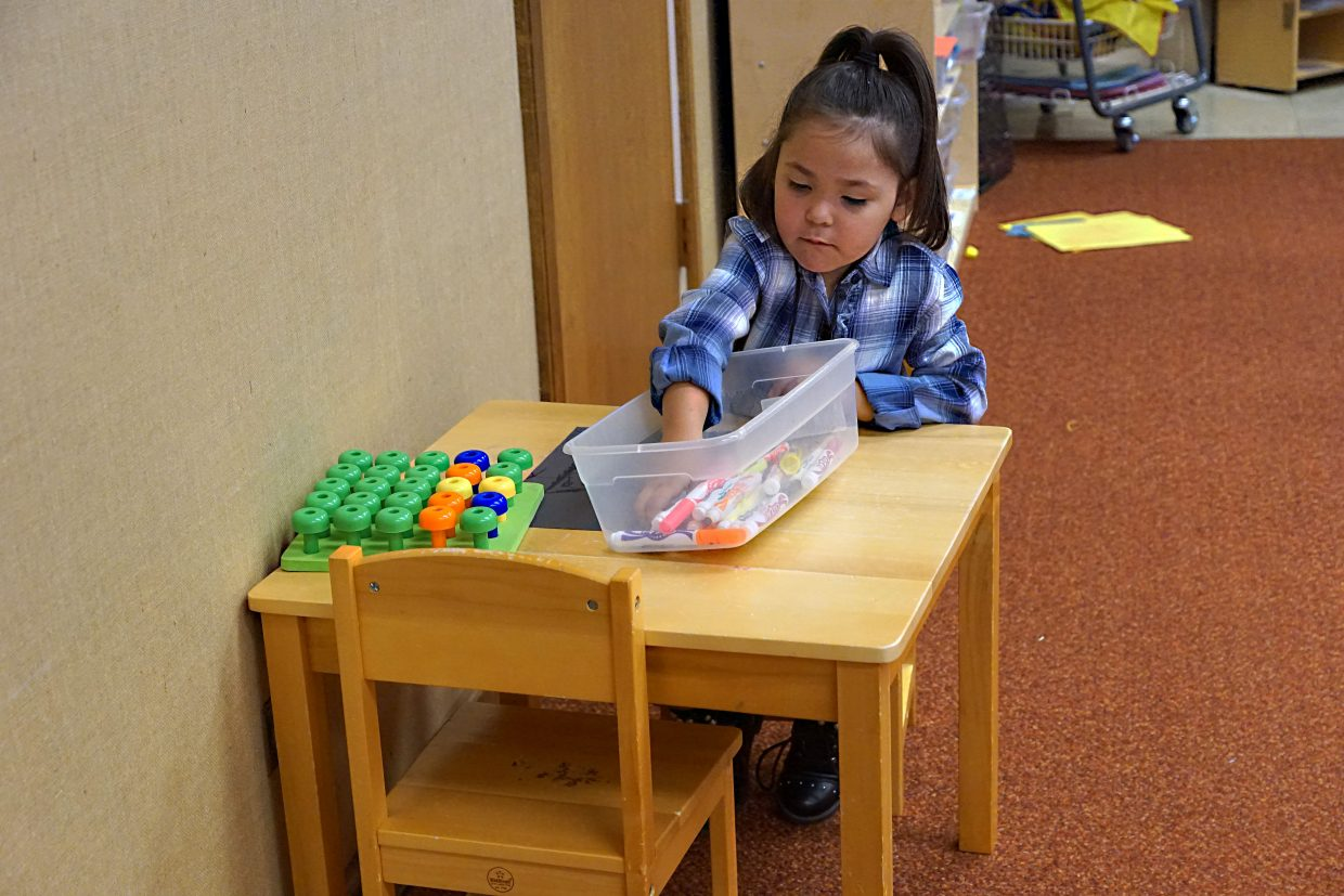 A student plays in the honey bees classroom.