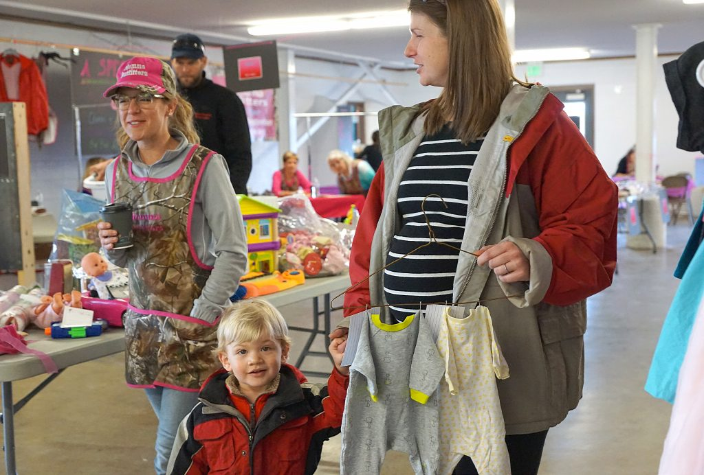 Rachel Fleming, left, helps Erik Nijsten and his mother Rose Nijsten with their shopping.