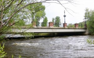 Runaway teen hops in Yampa River to avoid police